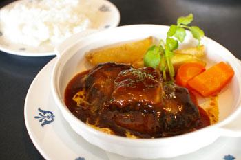 横浜山手の洋食屋「山手ロシュ」のビーフシチューハンバーグ