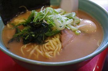 横浜東神奈川にあるラーメン店「おーくら家」のラーメン