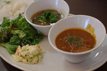 横浜仲町台にあるカフェ「LAK LAK cafe」のカレー