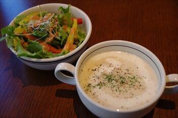 横浜元町にある食パン専門店のカフェ「レブレッソ」のランチ