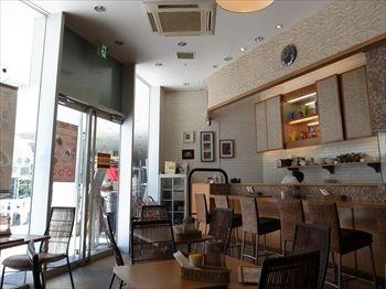 横浜にあるカレー専門店「カリフェ」の店内