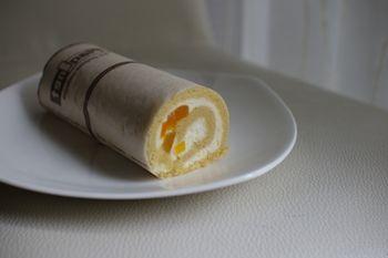 横浜そごうの「横浜・神奈川グルメセレクション」のロールケーキ