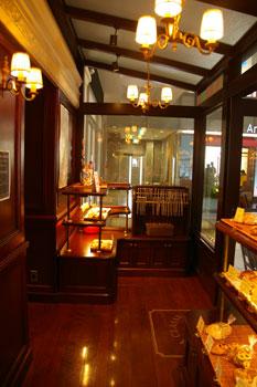 新横浜のカフェ「ブラッスリー・ラ・クラス」の店内