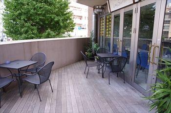 横浜元町・中華街のカフェ「レイジー スターフィッシュ」のテラス