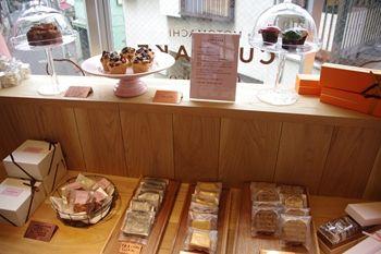 横浜石川町のカマフィンのお店「カップベイク カフェリコ 」の店内