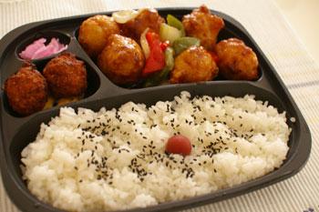 キュービックプラザ新横浜「鳥芳」の野菜とチキンの黒酢弁当