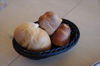 三浦にあるフレンチレストラン「ビーチエンドカフェ」のパン
