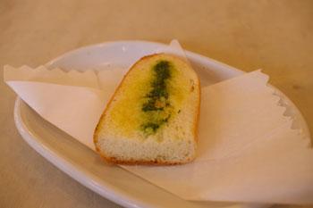 横浜桜木町の「驛(うまや)の食卓」のガーリックトースト