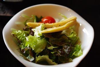 横浜みなとみらいにある洋食店「Licht(リヒト)」のサラダ
