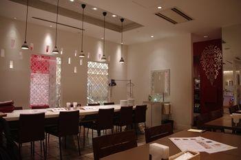 キュービックプラザ新横浜の「インド料理 マハラジャ」の店内