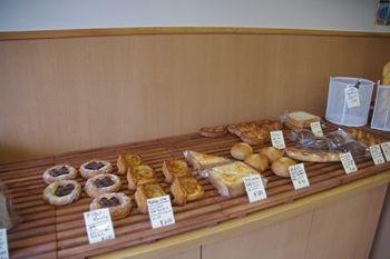 座間にあるパン屋さん「オジパン(oji-pan)」の店内