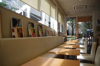 横浜山下公園近くにあるカフェ「エリオット・アベニュー」の店内