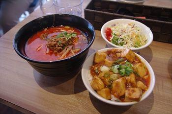 横浜桜木町にある中華料理店「重慶茶樓」のランチ