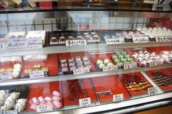 横浜大倉山にある和菓子店「わかば」の店内