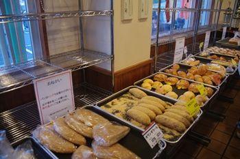 相模原にあるパン屋「オギノパン」の店内
