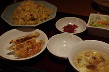 横浜モアーズの餃子専門店「餃子屋台」の餃子セット