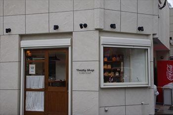 横浜大倉山にあるパン屋「トースティーショップ」の外観