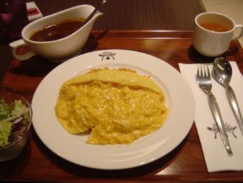 ららぽーと横浜のフードコート「ヒルトップ」のオムライス