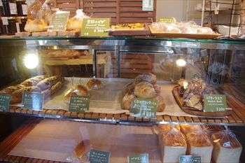 逗子にあるパン屋「コルネット(Cornette)」の店内