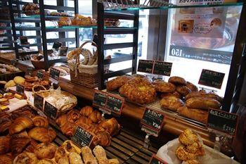 六本木にあるパン屋「ラトリエ・デュ・パン」の店内