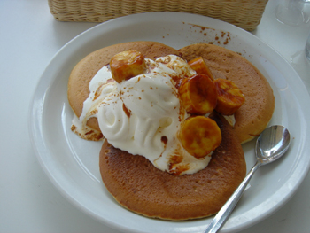 モトヤパンケーキリストランテのバナナキャラメルパンケーキ
