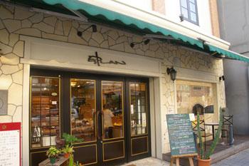 横浜鶴見のパン屋「エスプラン洋菓子店」の外観