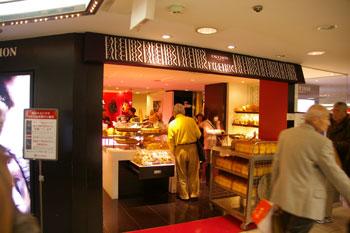 横浜高島屋にあるフォションのパン屋の外観