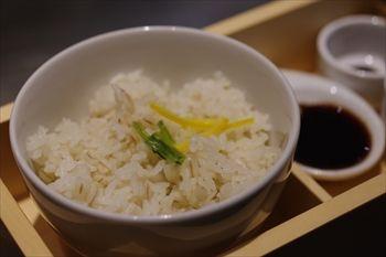 川崎武蔵小杉にあるお好み焼き屋「ぎゅんた」の麦ご飯