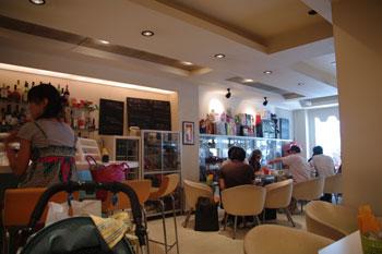 横浜元町にあるカフェ「カフェ ジャグスカッドベース」の店内