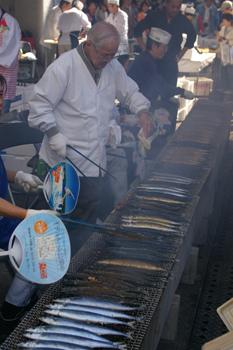 横浜市場まつりの秋刀魚の塩焼き