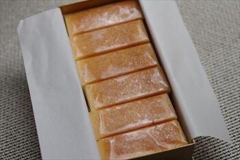 横浜日本大通りにある「ハグフラワー」のチーズケーキ