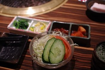 横浜元町にある焼肉屋さん「食彩和牛 しげ吉」のサラダ