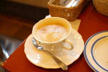 横浜金沢区のパン屋「ブレドール」のカフェラテ