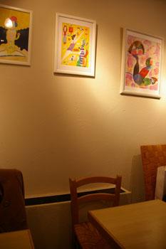 横浜にあるアートなカフェ「チモロカフェ ヨコハマ」の店内