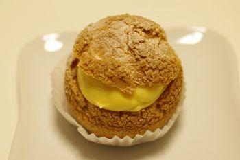 新横浜にあるケーキショップ「ラ ピエスモンテ」のシュークリーム