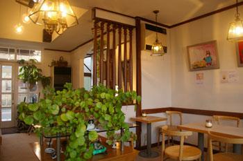 横浜山手の喫茶店「エレーナ」の店内