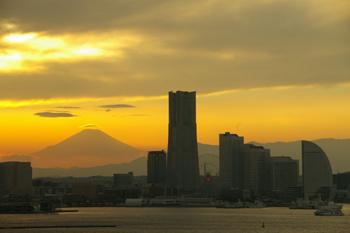 横浜みなとみらいと富士山1