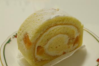 おいしいロールケーキ「モトヤデザート」のアプリコットロールケーキ