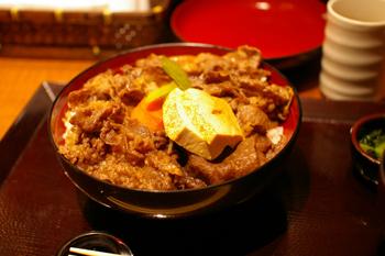 横浜ららぽーとの大丸にあるイートイン「柿安」の牛丼2