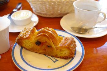 横浜金沢文庫にあるおいしいパン屋「ブレドール」のアップルパイ