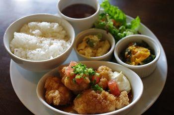 ららぽーと横浜にあるカフェ「猿カフェ」のランチ