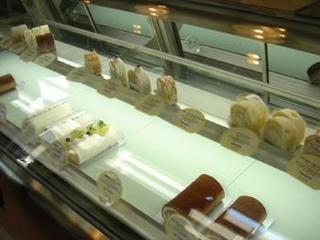 おいしいロールケーキのお店「モトヤデザート」の店内