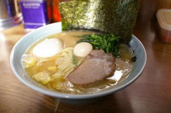 横浜磯子にある横浜家系ラーメン店「壱六家」のラーメン