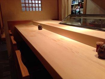 新横浜にある寿司屋「すしの大観」の店内