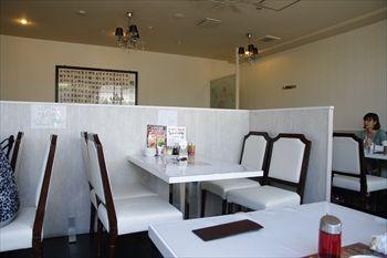 新高島にある中華料理店「中国美食 唐苑酒楼」の店内