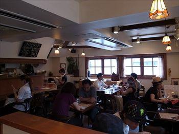 横浜綱島にあるスープカレーのお店「らっきょ&Star」の店内