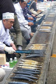 横浜市場まつりのサンマ
