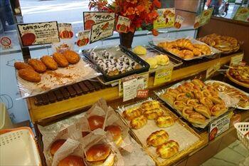 横浜あざみ野にあるパン屋「もあ四季彩館」の店内