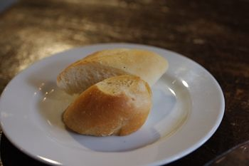 横浜馬車道にあるフレンチのお店「ル サロン ド レギューム」のパン