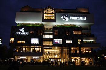センター北にあるショッピングセンター「プレミアヨコハマ」の外観